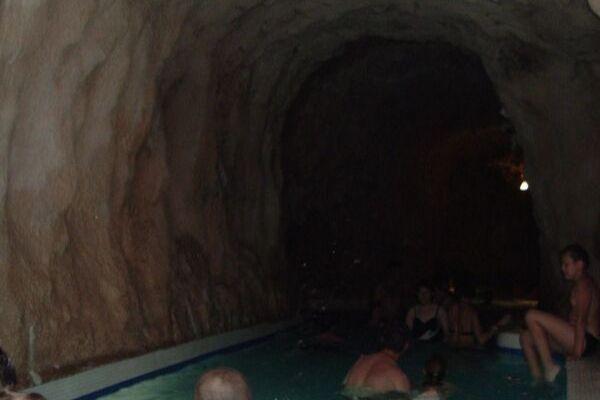 ミシュコルツタポルツァ洞窟温泉