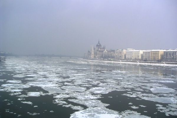 ドナウ川の流氷