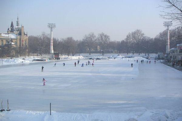 ヴァーロシュリゲットのスケートリンク